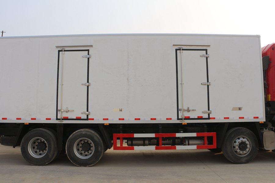 江淮格尔发K5肉钩9.6米冷藏车正侧图片