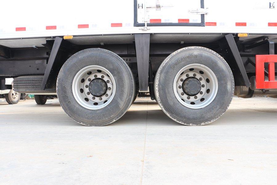 江淮格尔发K5肉钩9.6米冷藏车后轮胎图片