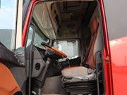 福田欧曼EST9.6米冷藏车驾驶室图片