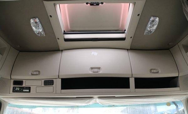 福田欧曼EST9.6米冷藏车收物柜图片