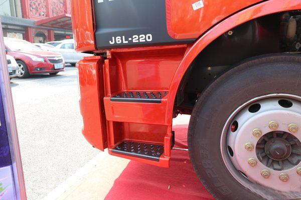 解放J6重型清障车图片(三)