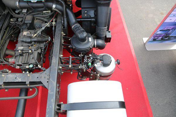 解放J6重型清障车图片(八)