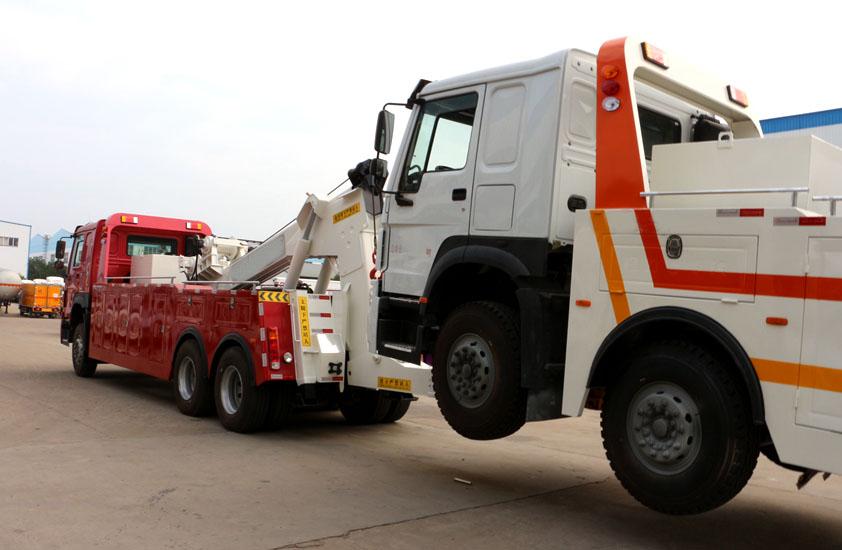 豪沃50吨重型清障车拖车实拍图片