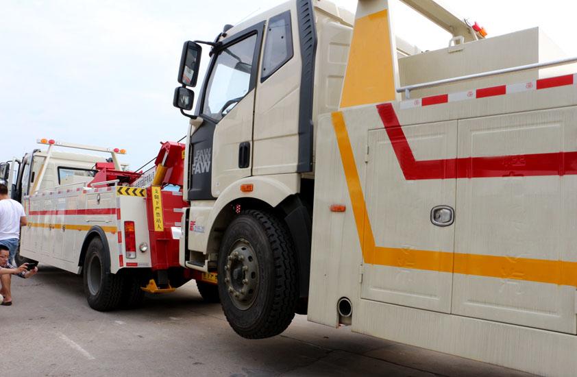 陕汽30吨重型清障车拖车实拍图片