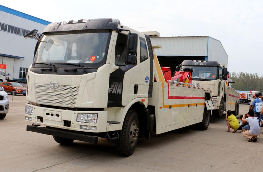解放25吨重型清障车拖车实拍图片