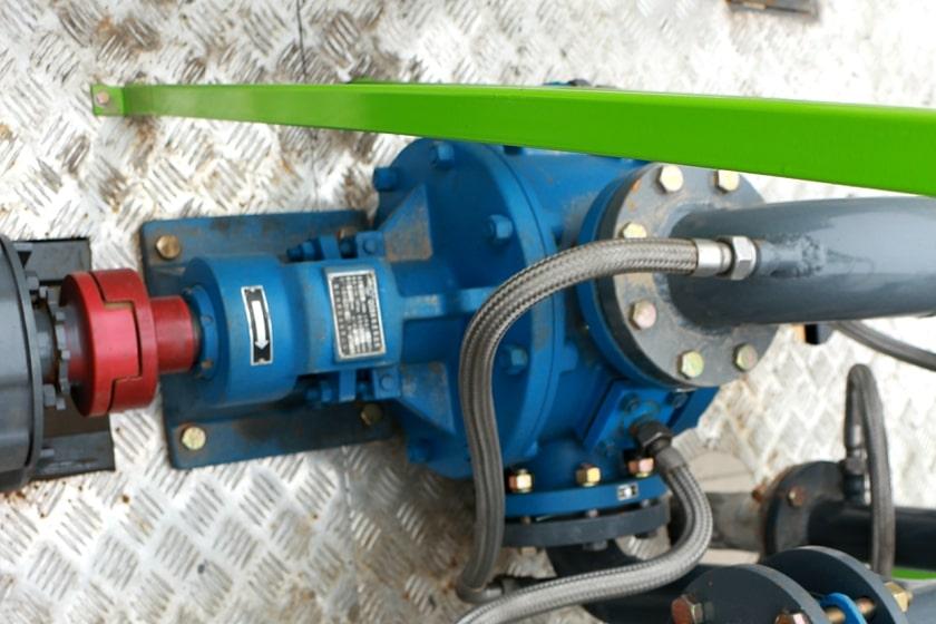 沥青洒布车沥青泵图片