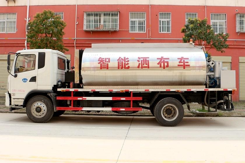 东风10吨沥青洒布车图片