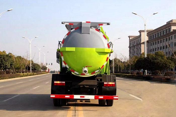 东风D9餐厨式垃圾车后侧图片