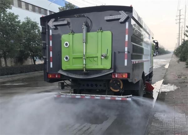 洗扫车后喷洒