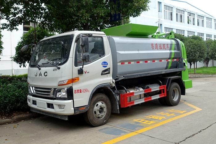 江淮6方餐厨垃圾车左前侧图片