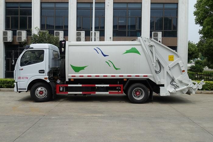 压缩式垃圾车左侧图片