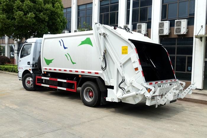 压缩式垃圾车左后侧图片