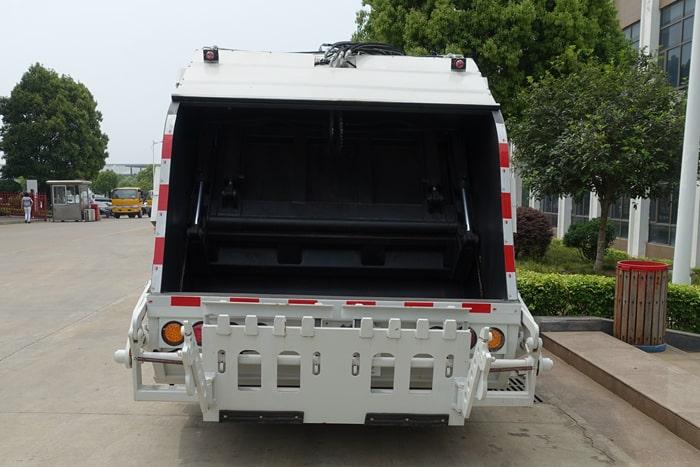 压缩式垃圾车正后方图片