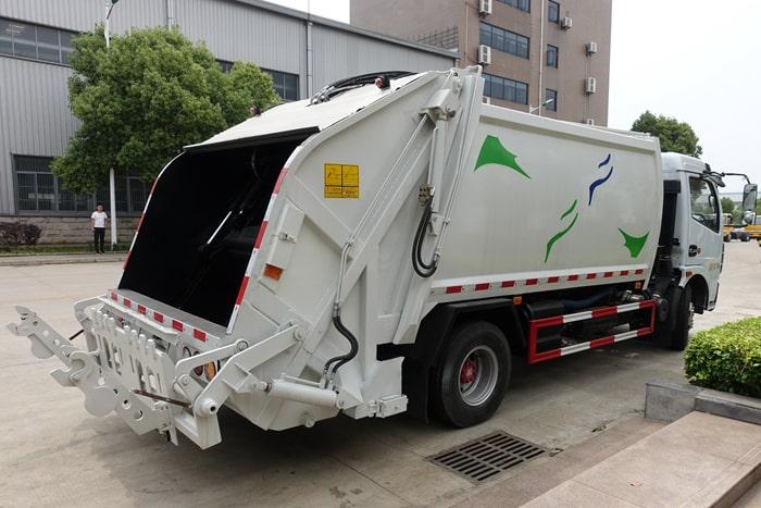 压缩式垃圾车正右后方图片