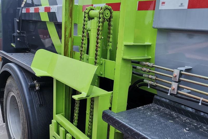 福田欧马可6方餐厨垃圾车提升机图片