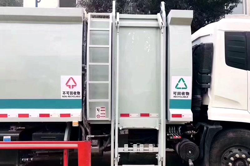 国六东风天锦分捡垃圾运输车挂桶装置图片