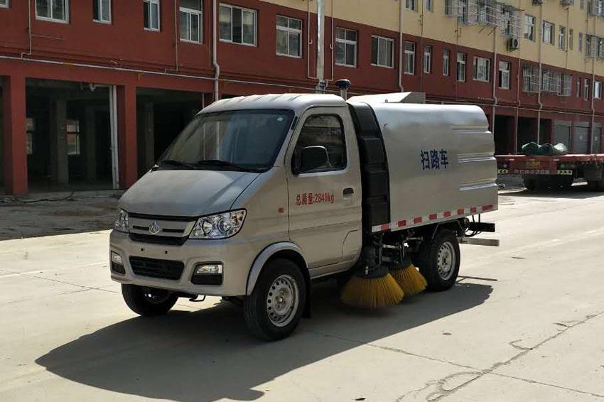 重庆长安小型马路清扫车3
