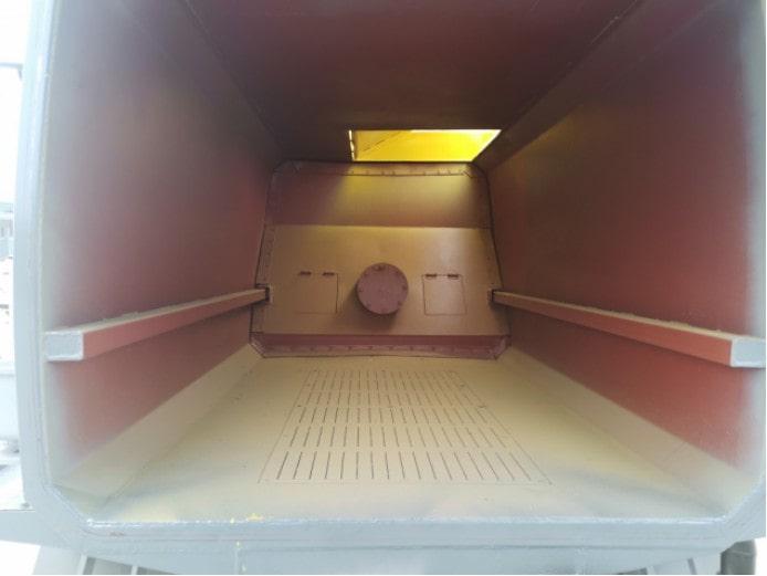 国六蓝牌餐厨垃圾车箱体内部图片