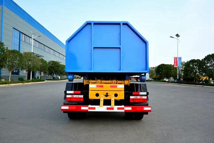 国六东风5方勾臂式垃圾车正后图片