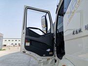 解放J6P9.6米冷藏车门窗