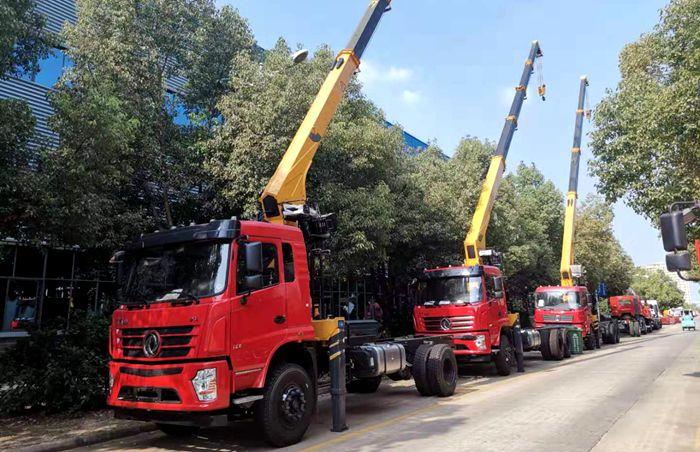 新款8吨随车起重运输车图片