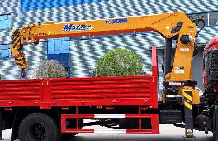 8吨随车起重运输车徐工吊机图片