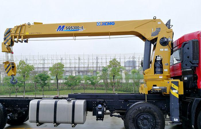 12吨随车起重运输车徐工吊机图片