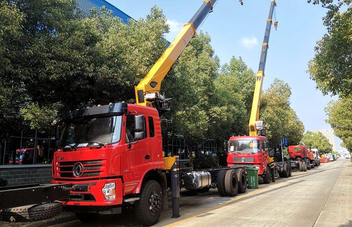 徐工12吨随车起重运输车图片
