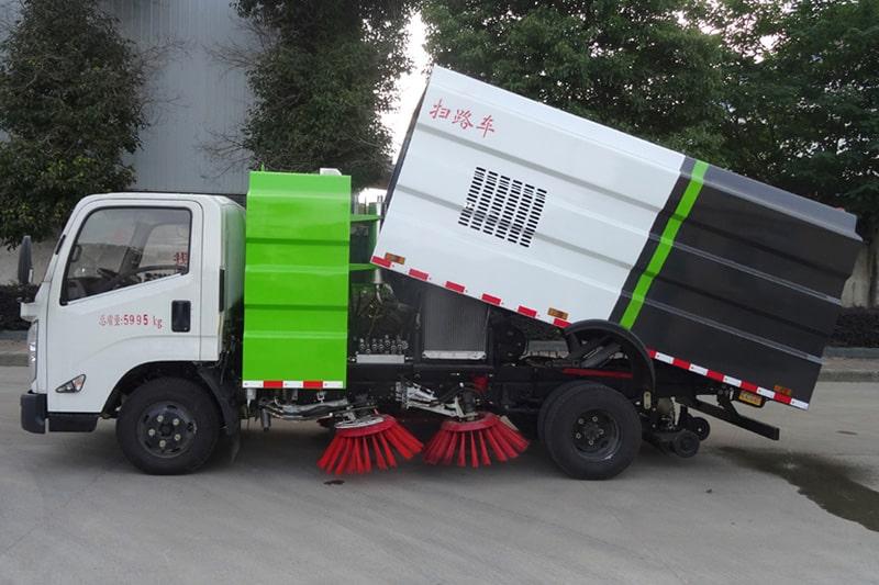 江铃3吨道路清扫车左侧