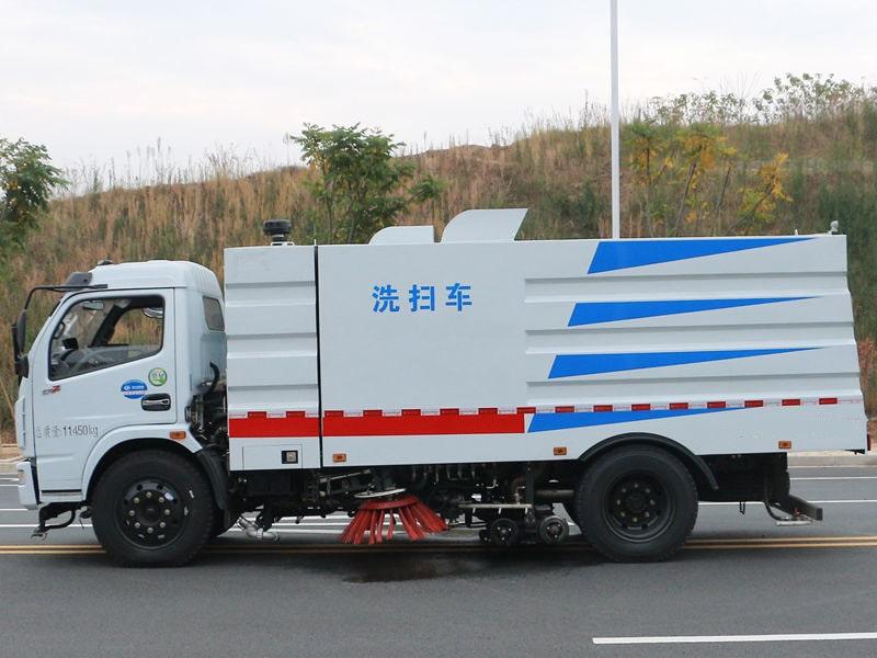 东风5吨洗扫车左侧视角