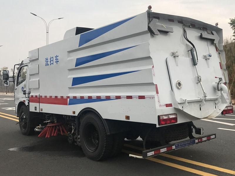 东风5吨洗扫车左后侧45度视角