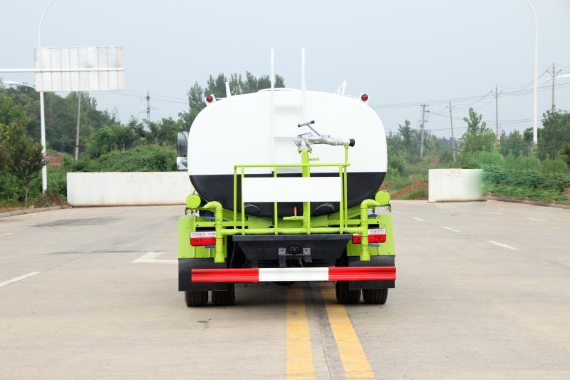 东风国六8吨洒水车价格图片