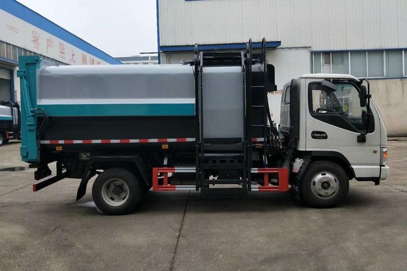 江淮7方自装卸式垃圾车右侧实拍图片