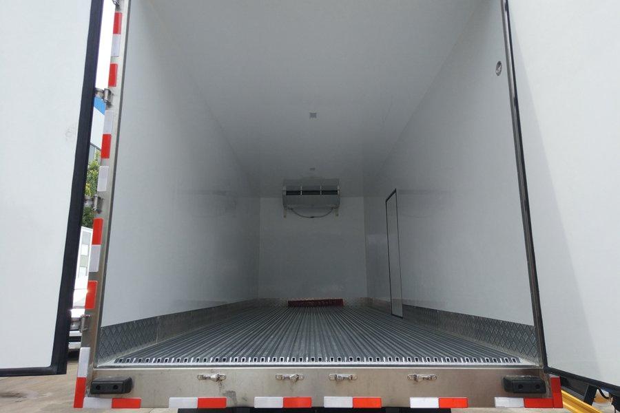 福田欧曼小三轴9.6米冷藏车价格 图片