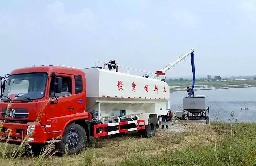 东风天锦15吨散装饲料车工作实拍