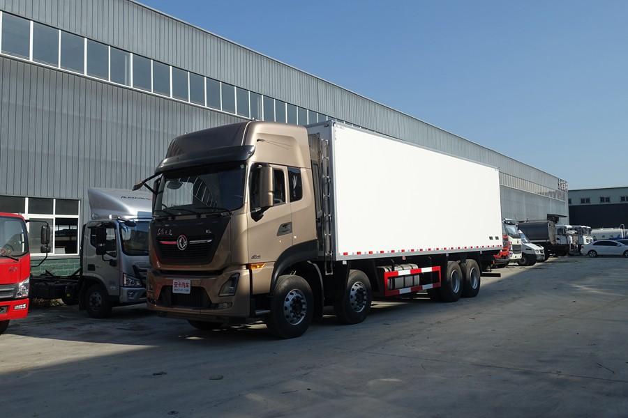 东风天龙新款KL前四后八9.6米冷藏车斜前图片