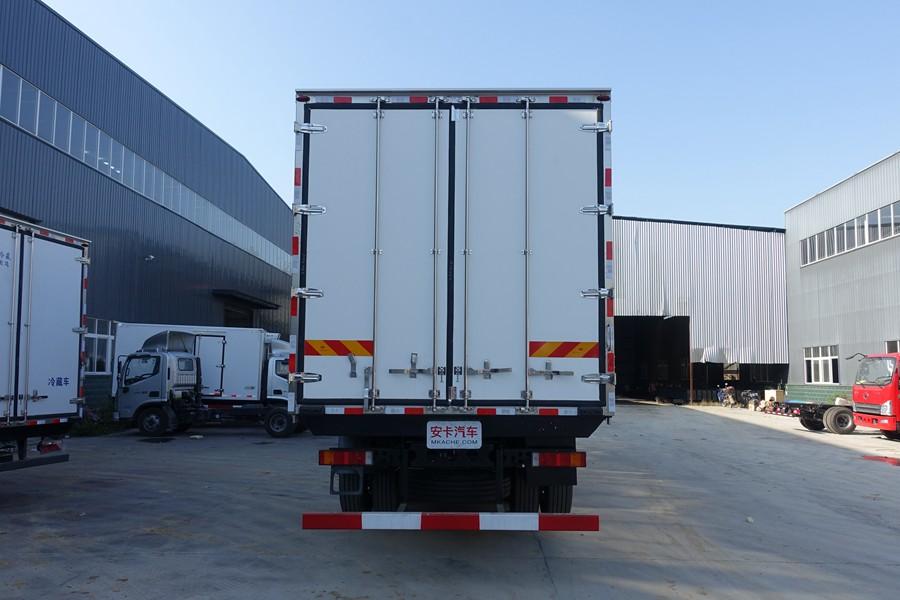 东风天龙新款KL前四后八9.6米冷藏车正后图片
