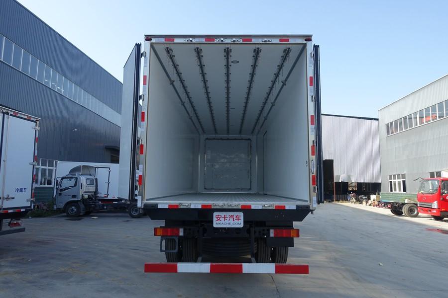 东风天龙新款KL前四后八9.6米冷藏车厢体内图片