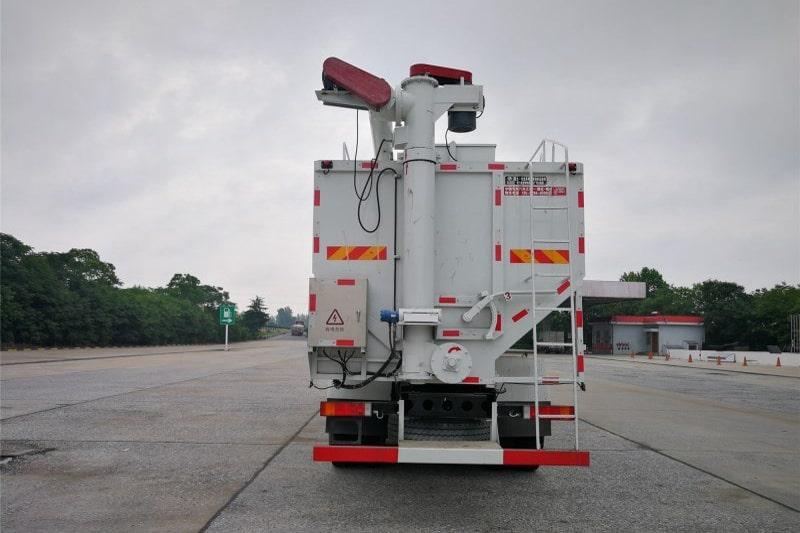 东风20吨散装饲料车图4