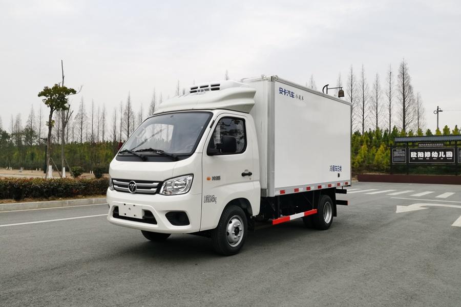 福田M1国六3.2米微型冷藏车斜前