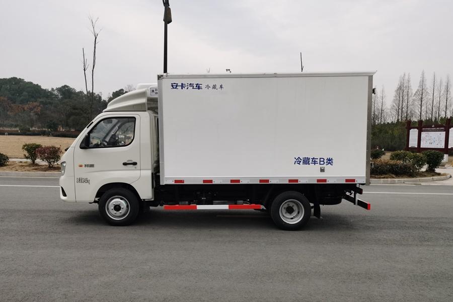 福田M1国六3.2米微型冷藏车正前