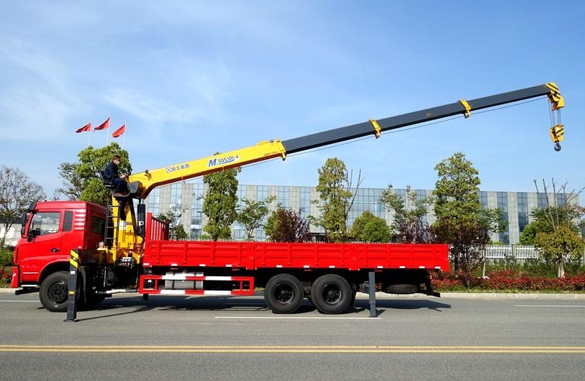 东风D3L后八轮12吨随车吊正侧图片