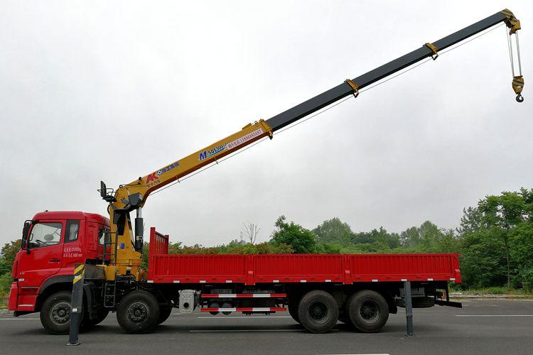 东风天龙12吨双联泵随车吊吊臂伸出图片
