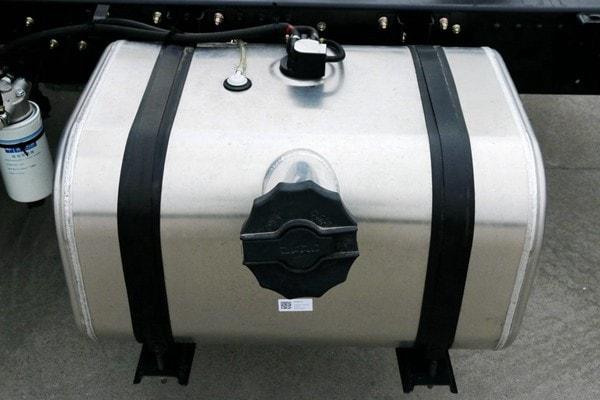 东风3吨对接式垃圾车油箱图片