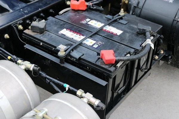东风3吨对接式垃圾车电池图片