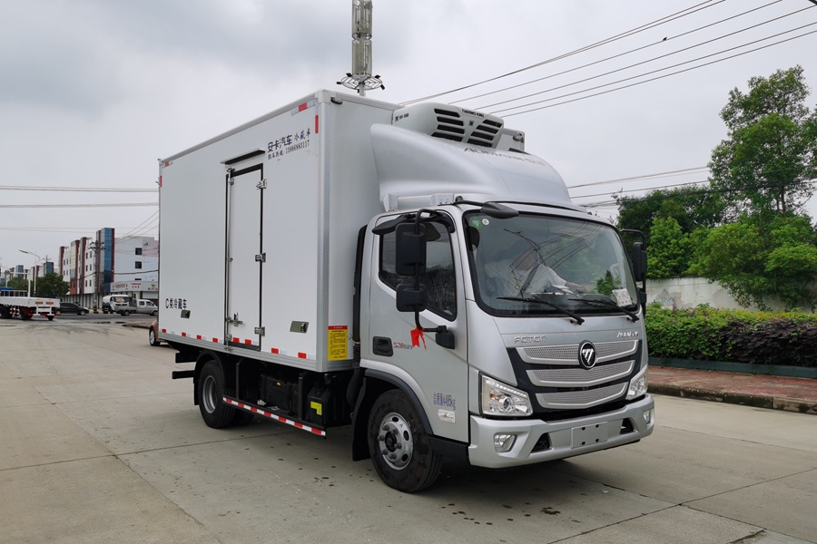 福田欧马可S3国六3.8排量4.2米冷藏车斜前