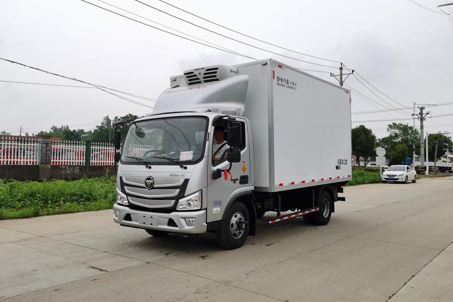 福田欧马可S3国六3.8排量4.2米冷藏车斜前1
