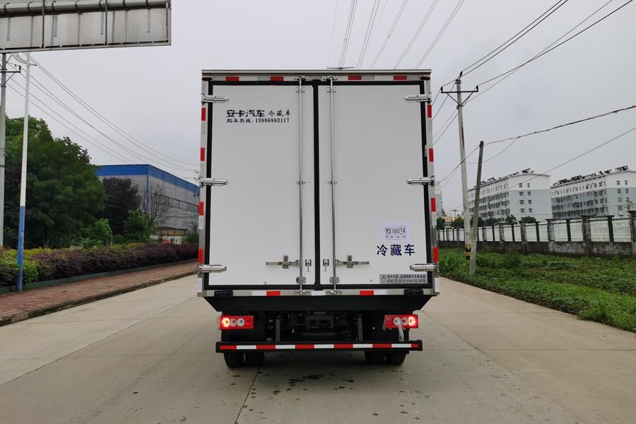 福田欧马可S3国六3.8排量4.2米冷藏车正后