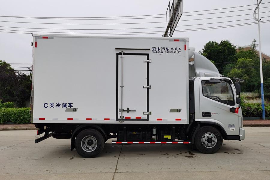 福田欧马可S3国六3.8排量4.2米冷藏车正侧