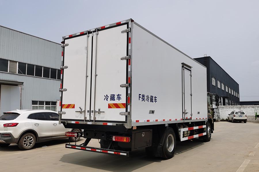 福田奥铃CTS9大黄蜂6.8米冷藏车斜后